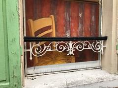 chaise-et-fenetre© (alexandrarougeron) Tags: photo alexandra rougeron assise urbain ville paris
