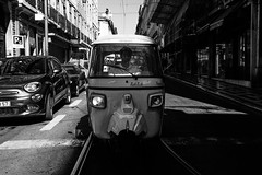 Tuk-Tuk (ThorstenKoch) Tags: street streetphotography schatten stadt strasse shadow schwarzweiss silhouette sun sonne summer sky tuktuk pov photography people portugal pattern tuesday blackwhite bnw fuji fujifilm thorstenkoch
