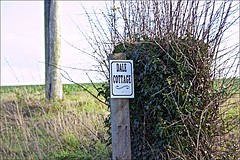 Sign to Dale Cottage off Trundlegate (brianarchie65) Tags: dalecottage trundlegate northnewbold seat bikes riders cyclists hills houses sky eastriding eastyorkshire signs hedges grass posts fields canoneos600d geotagged brianarchie65 unlimitedphotos ngc flickrunofficial flickr flickruk flickrcentral flickrinternational ukflickr