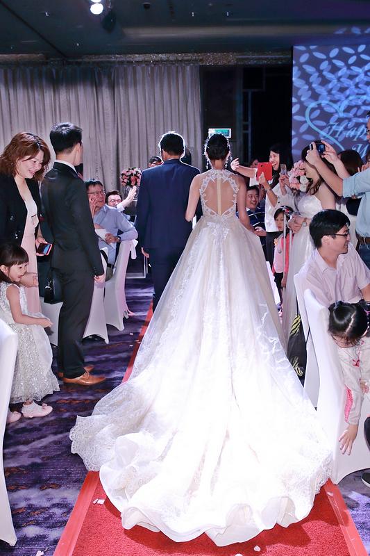 婚攝推薦,寶寶好可愛,幸福一家人,高挑氣質美新娘,史上最多花童,兒童遊戲專區,搖滾雙魚,婚禮攝影,婚攝小游,饅頭爸團隊