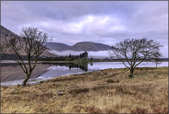 Kilchurn castle timber framed_MG_0674 (ronniefleming@btinternet.com) Tags: argylebute visitscotland walkhighlands thetrossachs scottishlandscapes ph31fy ronniefleming trees reflections castle mountains mist water bracken clouds stormyweather
