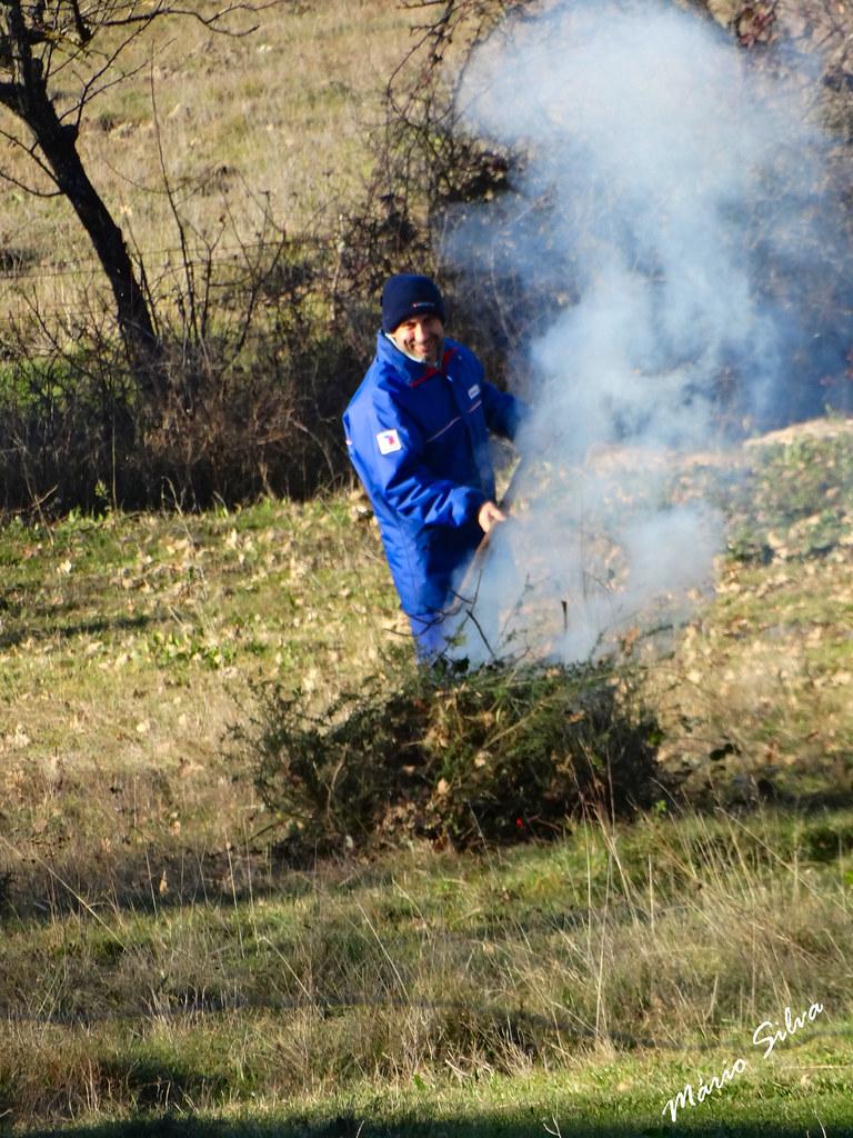 Águas Frias (Chaves) - ... queimada dos desperdícios da terra ...