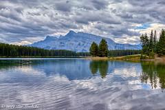 Two Jack Lake (Per@vicbcca) Tags: sony alberta rx1 dscrx1 canadianrockies landscape photographiadepaisaje montaña forest trees lake twojacklake reflections