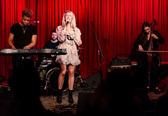Madison Malone 11/14/2018 #37 (jus10h) Tags: madisonmalone hotelcafe hollywood losangeles california live music concert gig show event performance venue photography female singer songwriter beautiful young 2018 november 14 wednesday nikon d610 justinhiguchi