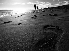 La Huella / Ôl troed - Maspalomas (Rhisiart Hincks) Tags: footprint louc'htroad ôltroed riancoise lorgcoise trádonochtaigh dubhisbán dubhisgeal blackwhite blancoynegro gwennhadu duagwyn grancanaria maspalomas scáthchruth ledskeud silwét silhouette plage playa plaja beach hondartza trá tràigh traezhenn traeth aod coast costa cósta glanymôr