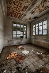 urbex (Guy Goetzinger) Tags: urbex abanndoned nikon d850 lostplaces mess indoor room old hdr goetzinger saturated