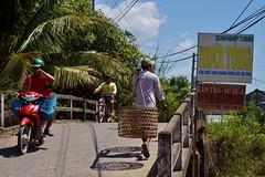 An Binh - pont (luco*) Tags: vietnam delta du mékng mekong an binh pont bridge people marcheurs motocyclette motorbike