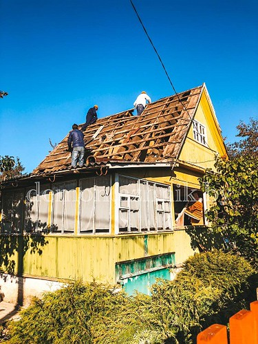 Ручной Демонтаж деревянного дома в Минской области, деревня Пружаны. Работы была выполнена за 2 дня с ручной загрузкой всего мусора