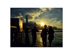 """Sunset in Hong Kong, seen from Kowloon"" (Ilargia64) Tags: sunset hongkong kowloon city silhouette peopleinthecity discoveringhongkong travel amayasanchez"