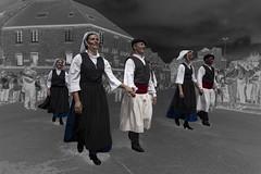 échappés du négatif. Ouf ! (Patrick Doreau) Tags: danseur breton bretonne bretagne brittany saintloup fête défilé costume tradition culture negatif