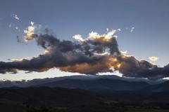 Nubes coloradas (José M. Arboleda) Tags: salidadelsol amanecer paisaje montaña cielo nube arrebol crepúsculo popayán colombia canon eos 5d markiv ef24105mmf4lisusm josémarboledac