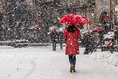 magica neve (anna barbi) Tags: domo rosso neve ombrello donna piazza