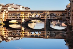 Two for the price of one (leewoods106) Tags: florence pontevecchiobridge pontevecchio tuscany italy europe southerneurope westerneurope bridge blue bluesky water river riverarno building buildings people