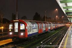 IMG_7480-151218 (andrewcolebourne) Tags: london transportforlondon londonunderground train centralline 1992stock woodford station 91067