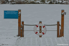 Pier for pedal boats (GerWi) Tags: schollenreuth teich wasser eis winter haus celebrating anlegestelle feuerwehrhaus