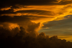 Stormcloud @ Sunset (betadecay2000) Tags: australia sunset abend evening tropen abendrot rot rood red roughe night sun sonnenuntergang sol wolken wetter weather territory northern australien aussie oz australie austral cloud clouds cloudy himmel heaven sky idylle batchelor northernterritory thunderhead gewitter gewitterwolke