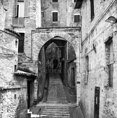 Perugia, Umbria (BG Sixtyniner) Tags: italia umbria perugia city centre downtown historical oldtown gate stairways entrance etruscan medieval passage windows rockyhouse stonebuild ancient hasselblad 500cm carlzeiss planar f28 80mm ilford film mediumformat square 6x6 hp5 expired outdated blackwhite bw homedev roll 120 microphen stock 10 canoscan 9000f vuescan