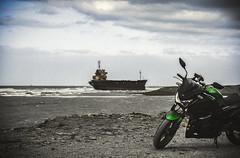 擱淺貨輪 (旅人74) Tags: fujifilm xt100 56mmf12 taoyuan taiwan kawasaki z300 boat beach photography travel trip gray 灰色 旅行 船 貨輪 擱淺 strand motorcycle バイク オートバイ freighter