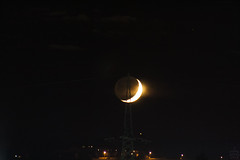 small crescent moon & saturn / @ 300 mm / 2018-11-11 (astrofreak81) Tags: smallcrescentmoon small crescentmoon moon luna mond planet saturn stars tree light night sky dark konjunktion konstellation dresden 20181111 sylviomüller sylvio müller astrofreak81