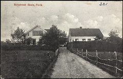Postkort fra Agder (Avtrykket) Tags: bolighus gjerde hus postkort skole vei grimstad austagder norway nor