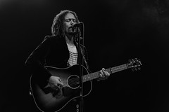 John Hogg : lead vocal, guitar - The Magpie Salute (samarrakaton) Tags: themagpiesalute live directo rock rhythmblues rb guitarra guitar concierto concert show samarrakaton nikon d750 2470 bilbao bilbo antzoki 2018 byn bw blancoynegro blackandwhite monocromo