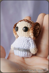 Princess Leia Amigurumi - Star Wars (LaCalabazadeJack) Tags: leia organa princess princesa star wars fan art film movie chibi cute kawaii geek amigurumi crochet ganchillo yarn felt plush toy doll handmade handcraft craft tutorial la calabaza de jack cristell justicia tienda online artesanía shop venta comprar pattern patrón
