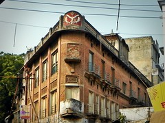 Varanasi 255 - corner house (juggadery) Tags: 2015 india varanasi benares banaras kashi cityoflight urban architecture building puccahouse ornament decoration