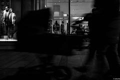 paseando al bebé (mariano sánchez gª. del moral) Tags: asturias corrida gijon zara bn blancoynegro blanconegro calle callejeando contraluz movimiento nocturna silueta siluetas