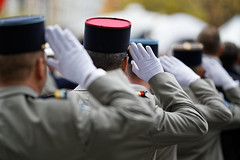 Discipline (Guillaume DELEBARRE) Tags: canon sigmaart 5d4 soldiers militaires candid military hands guillaumedelebarre allrightsreserved france ceremony cérémonie commémoration 5dmarkiv 105mm f14