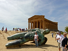 photo - Fallen Angel, Valley of the Temples (Jassy-50) Tags: photo valleyofthetemples agrigento sicily italy templeofconcordia greektemple dorictemple doric archaeology archeology ancient ruins fallenangel art artwork sculpture statue