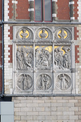 Relief sculpture on Amsterdam train station (quinet) Tags: 2017 amsterdam antik netherlands rijksmuseum ancien antique museum musée