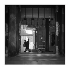 in the temple (paolo paccagnella) Tags: phpph© paccagnellapaolo foto flickr monochrome ambiente blackandwhite bn bw best photo temple japan territorio eos5dm3 oldhouse activity street dick deep down google landscape sigmaart