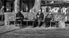 Who was on the bench 6 February 2019 (sasastro) Tags: benchseries burystedmundsbench whowasonthebench famousbench marketday wednesdaymarket candid streetphotography people sitting smiling pentaxk5iis