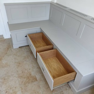 Fitted bench seating.
