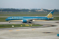 VN-A869 Hanoi 11/10/18 (Andy Vass Aviation) Tags: hanoi vietnamairlines b787 dreamliner vna869