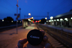 Railway Station (Péter Vida) Tags: railroad railway rail photo train vasútállomás vasút canon night road este