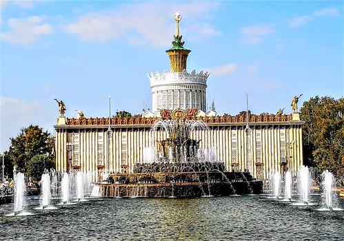 La Flor de Piedra en el Centro Panruso de Exposiciones en Moscú - Rusia