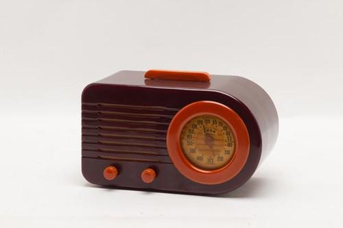 Fada Bullet Catalin radio ($448)