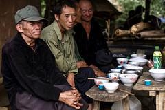 Vietnam -  Restaurant au marché de Can Cau. (Gilles Daligand) Tags: vietnam nordtonkin marché cancau restaurant populaire hommes bols riz soupe baguettes