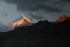 mustang sunset (csnyder103) Tags: himalayas kagbeni nepal mustangvalley travel evening eveninglight sunset mountains clouds