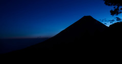 Hunahpú (edgar ramos fotografia) Tags: landscape hill fog dawn dramatic sky mountain range peak alpenglow horizon overland volcano