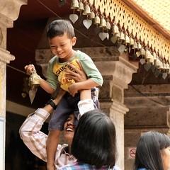 Family Prayer (Anne Marie Clarke) Tags: buddhist temple chiangmai thailand prayer bell watphrathatdoikham templeofthegoldenmountain devotions family