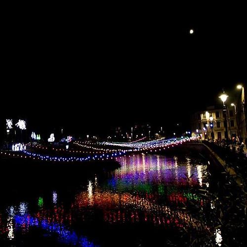 Half moon, lights across the cart. Taken by David Cameron. #christmaslights #paisleyevents #rivercart