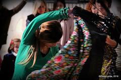 Bailaora (Landahlauts) Tags: andalucia andalusia artistacallejero bailaora baile ciudaddegranada comarcadelavegadegranada cultura culturadeandalucia flamenco fujifilmxt1 fujinonxf18135mmf3556rlmoiswr granada photolanda plazanueva urbanart