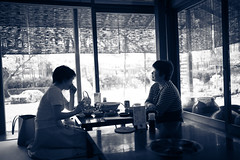 L1005108 (kaichung) Tags: street leica leicamp leicasummicron35mmf20 35mmf20 japan city cityscape architecture cityofjapan citylight streetphotography streetpeople streetleica monochrome blackwhite blackandwhite 窗戶 人 建築物 單色 京都 嵐山 嵯峨豆腐 kyoto