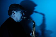 Peter II (Meine Sicht) Tags: bergischgladbach fotografie fuji fujifilm musikinstrumente peterfreyaldenhoven portrait rainerrauen saxophon xt2 wwwrauenfotode fujinonxf23mmf14