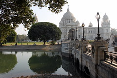 victoria memorial (2) (kexi) Tags: kolkata india asia park bridge victoriamonument tree trees reflection canal water green canon february 2017 view panorama reflected mirror building sky victoriamemorial instantfave