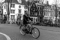 Style (326/365) / AmsterBiKER (Walimai.photo) Tags: bike biker bici bicicleta ciclista amsterdam holanda netherlands black white blanco negro byn bw branco preto blanc noir nikon d7000 nikkor 35mm street calle candid robado portrait retrato