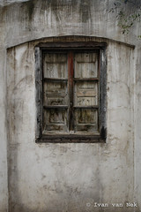 Carrer de la Jonquera, Figueres (Ivan van Nek) Tags: cataluña carrerdelajonquera figueres girona catalunya figueras espagne españa spain catalonia catalonië sonydscv3 v3 doorsandwindows raam fenster fenêtre window decaying abandoned