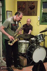 Free Improvisation at Le Petit Zinc [50D-1925] (Juan N Only Music Photos) Tags: music jazz freejazz boxdeserter bohemianhomeinexile cafe lepetitzinc detroit michigan improvisation saxophone altosaxophone drums avantgarde creative experimental may 2010 juannonly musicians